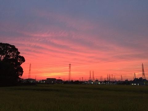 台風前の幻想的な夕暮れ