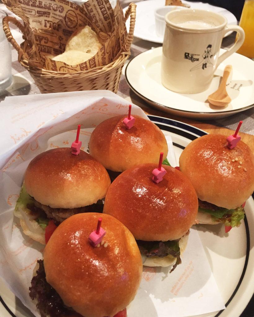 小さいハンバーガー