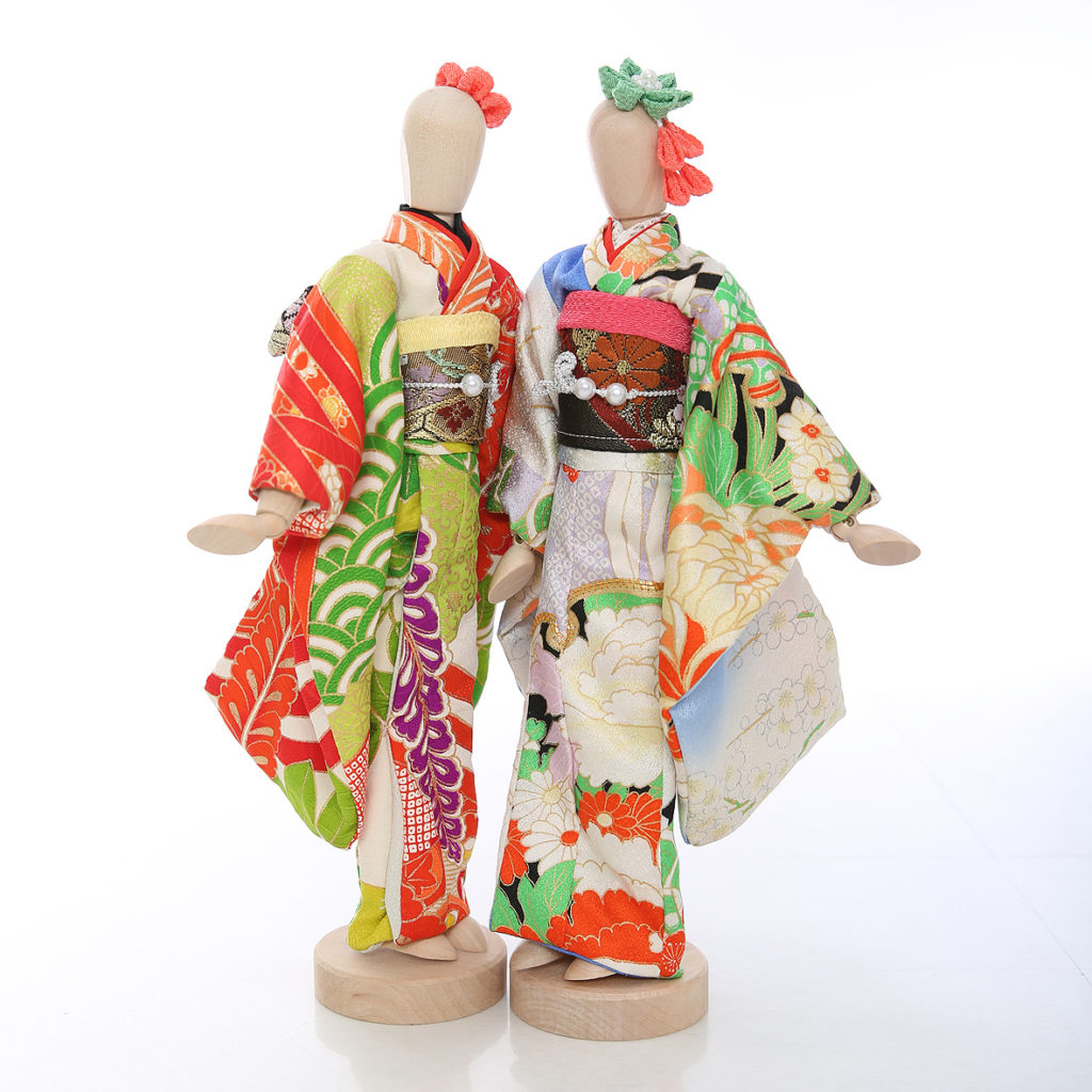 振袖のお人形をモデル撮影
